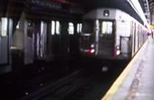 Subway fährt aus der Halle